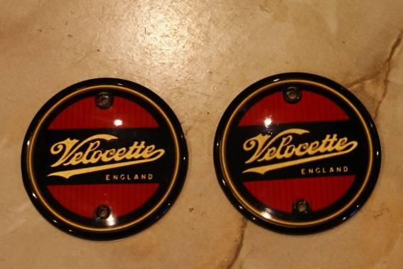 Velocette Tank Badges red round / Pair
