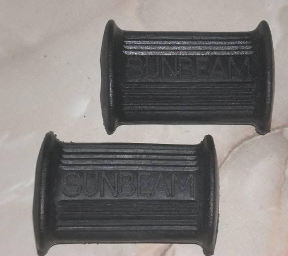 Sunbeam S8 Front Footrest Rubbers /Pair