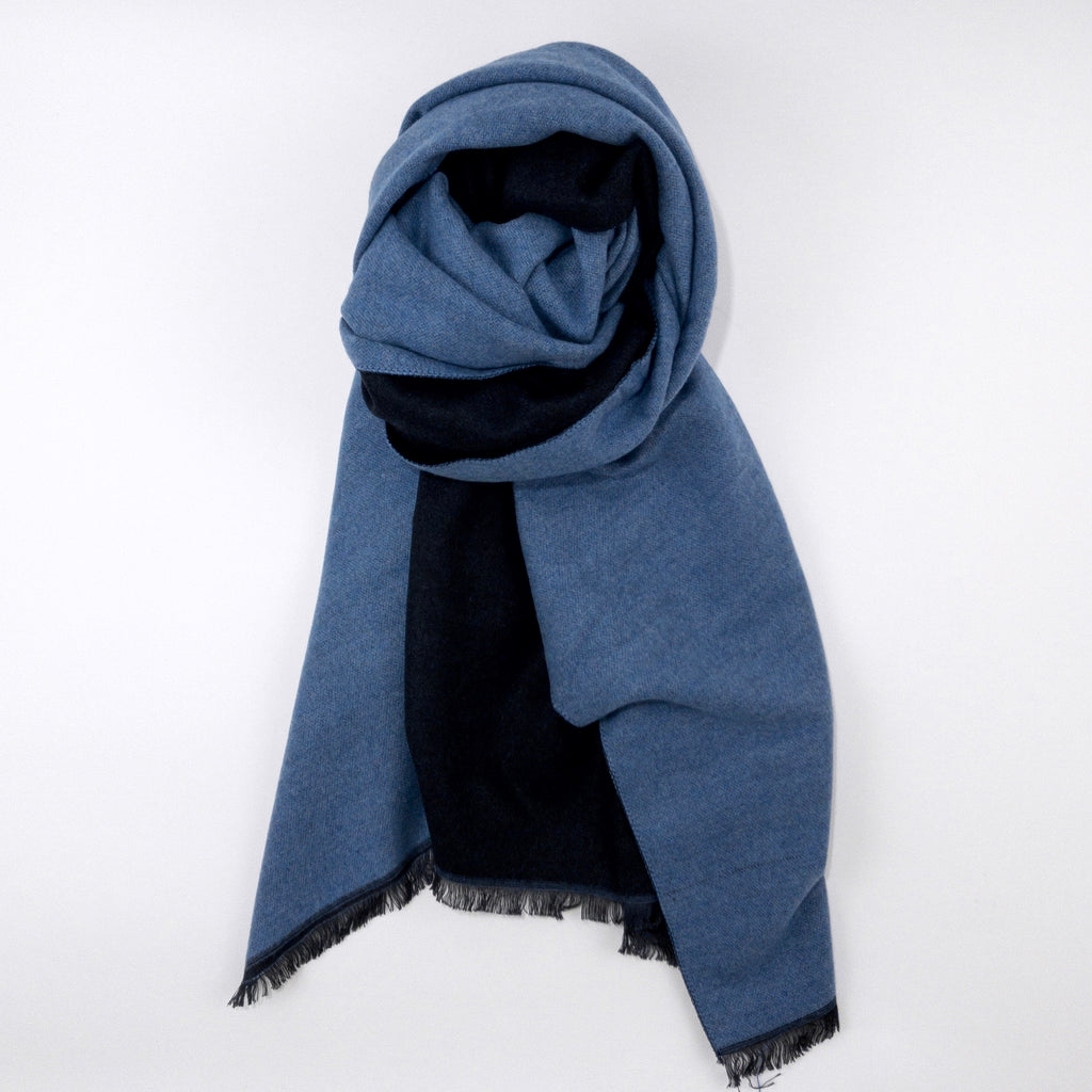 CASHMERE AND SILK TRAVEL THROW - LIGHT BLUE AND NAVY