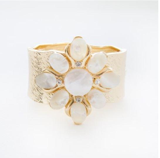 Shell Flower Beaten Hinge Cuff