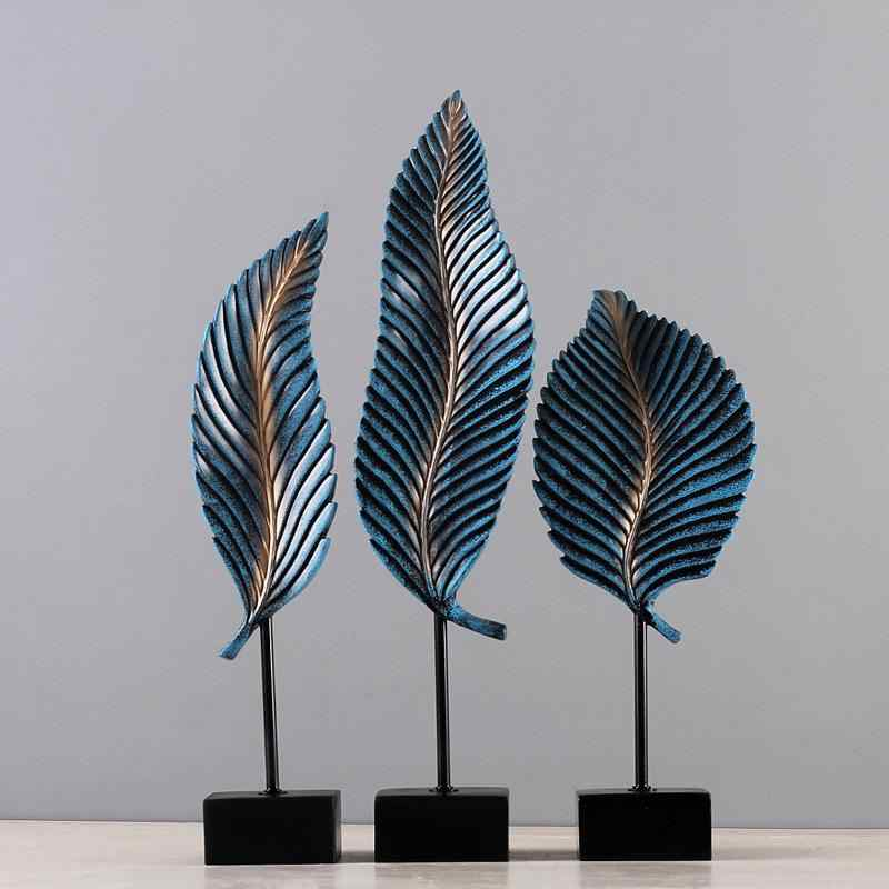 Bohemian Feather Statue Set