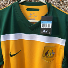 2010 2011 Australia home football shirt *new* - M