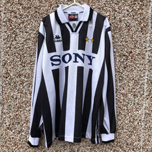 1995 1997 Juventus home L/S Football Shirt - M