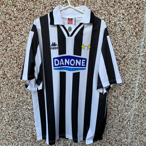 1994 1995 Juventus home football shirt - L