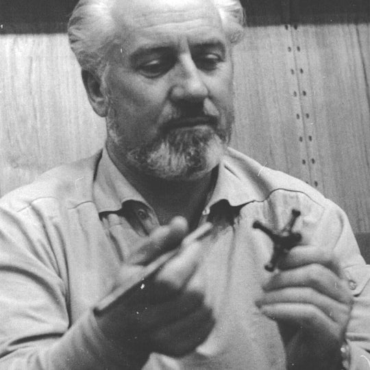 Historical photo of Poul Cadovius demonstrating the Abstracta System tube and connector