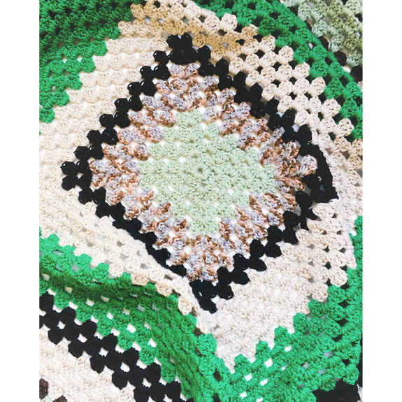 Eucalyptus Green & Cream Crochet Blanket - Kläder and Hem