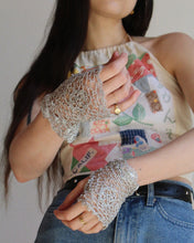Load image into Gallery viewer, 1950s Metallic Silver Crochet Gloves