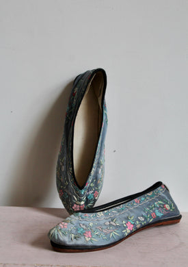 1930s Chinese Teal Blue Embroidered Slippers