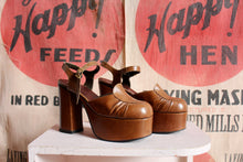 Load image into Gallery viewer, 1970s Brown Leather Platforms