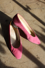 Load image into Gallery viewer, 1980s Pink Suede Heels