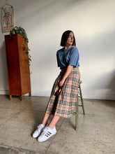 Load image into Gallery viewer, 1980s Burberry Plaid Pleated Wool Skirt