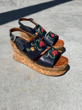 Load image into Gallery viewer, 1970s Platform Floral Wedge Sandal