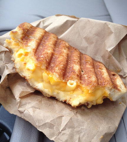 College Dining Hall Hacks: Mac n Cheese Grilled Cheese