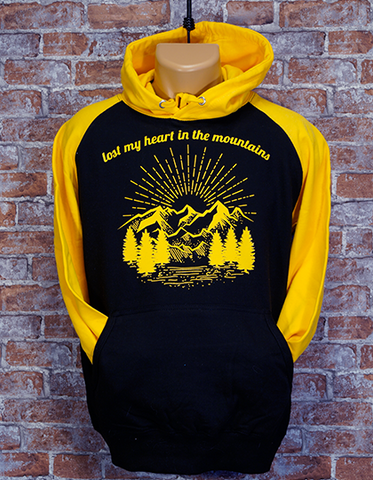 Lost my heart in the mountains Hoodie black/gold