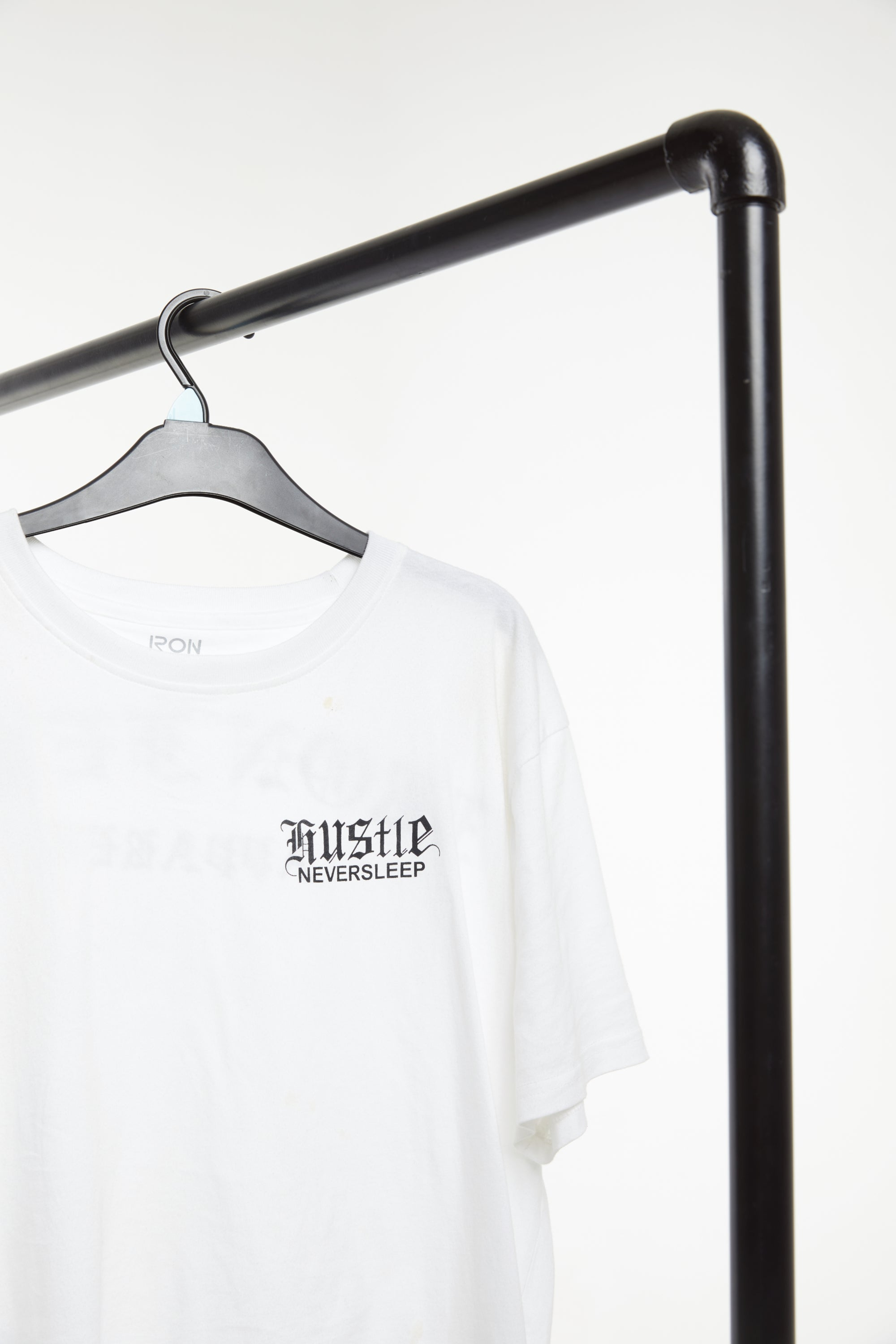 HUSTLE NEVER SLEEP - White / Black