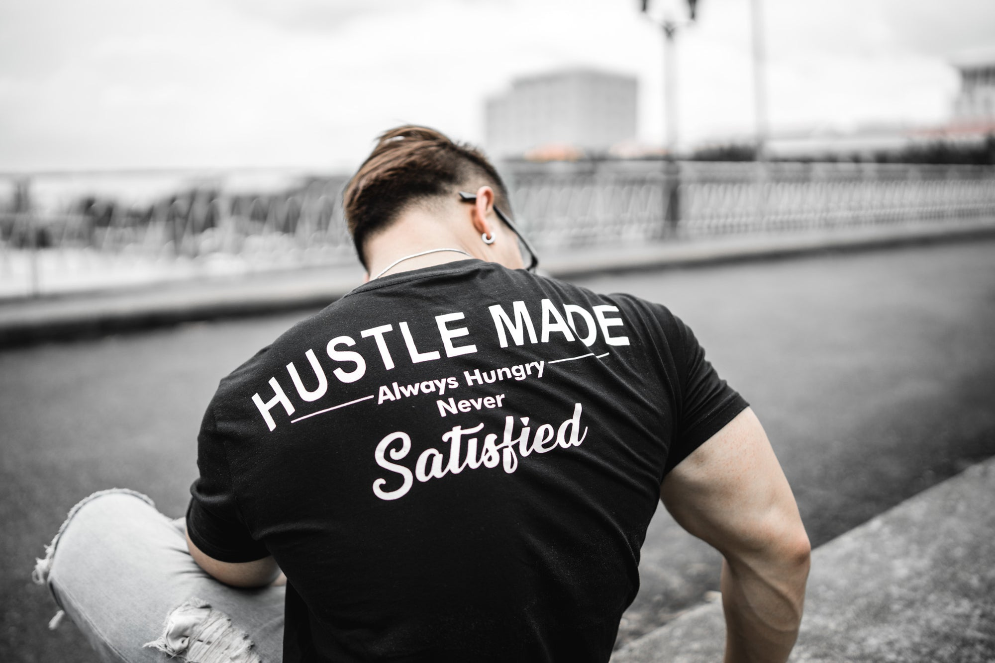 HUSTLEMADE - Black / White