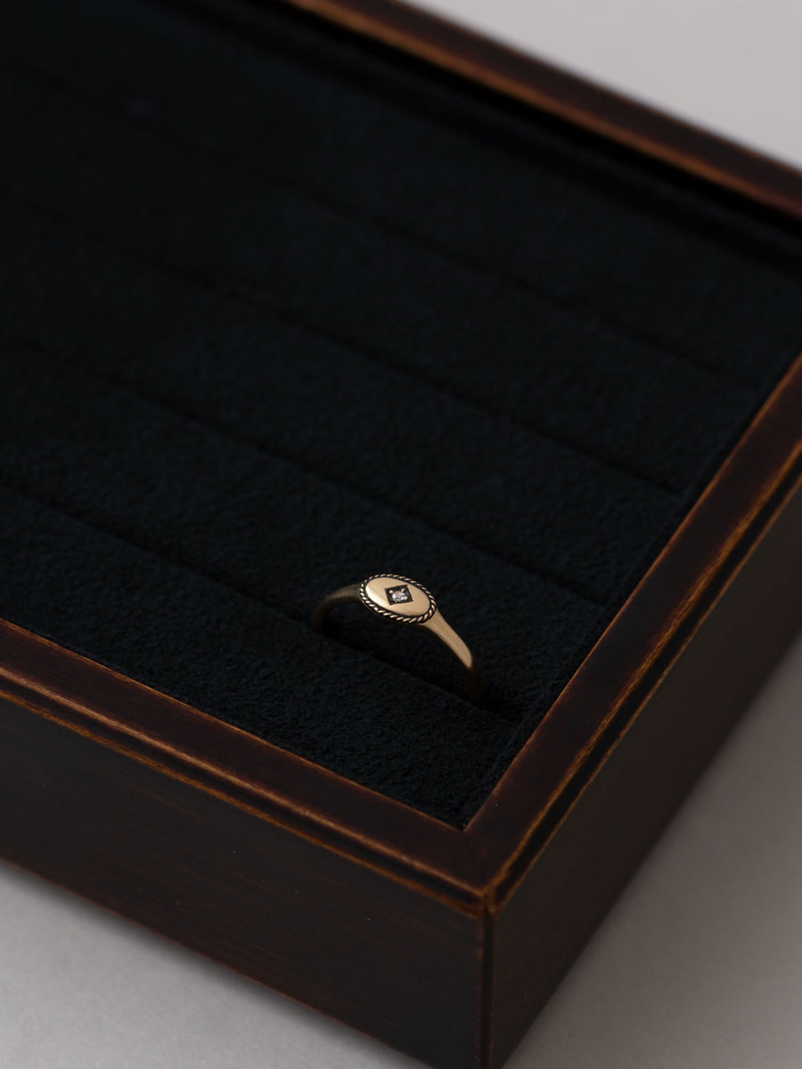 Signet oval ring -inlay-