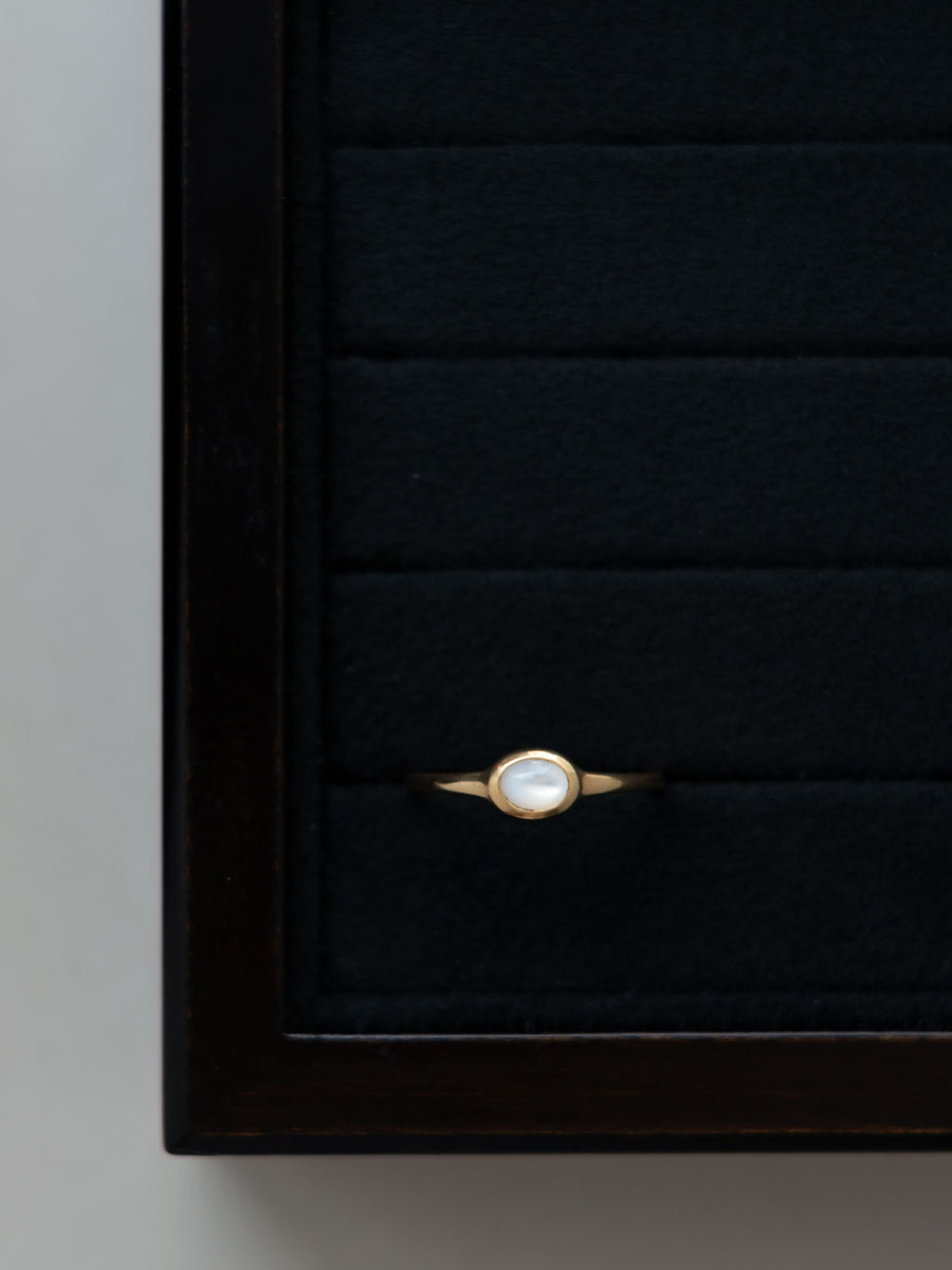 Mother of pearl petit ring
