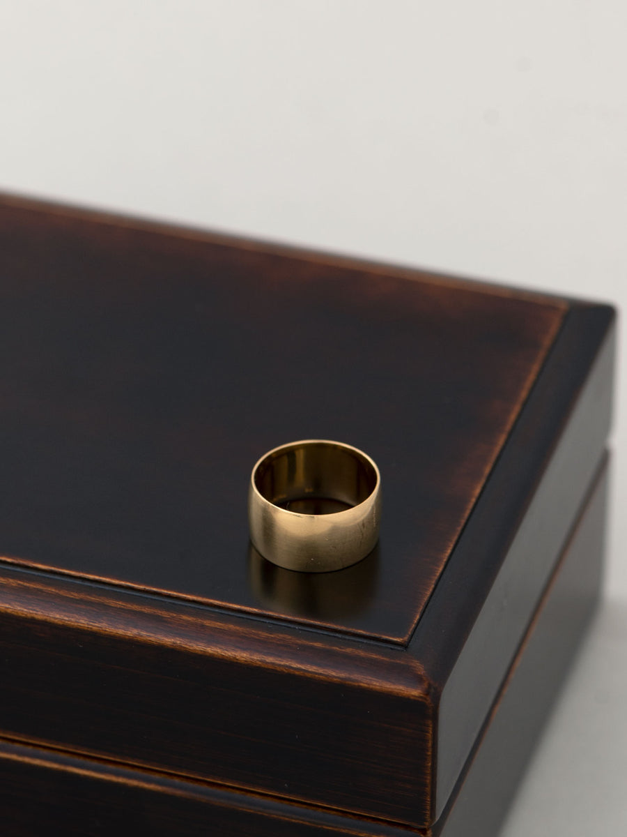 Plain band ring