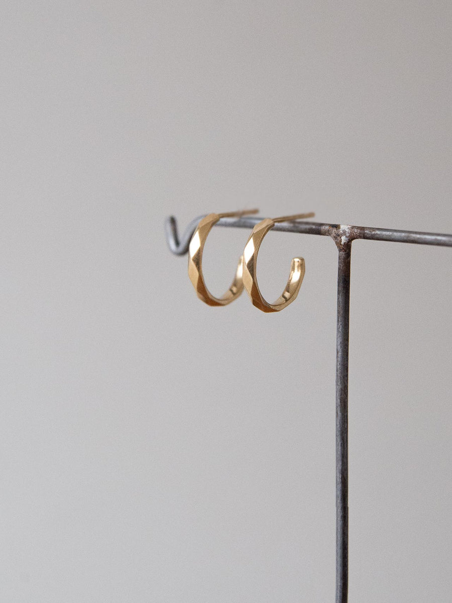 Plain cut hoop stud pierce S