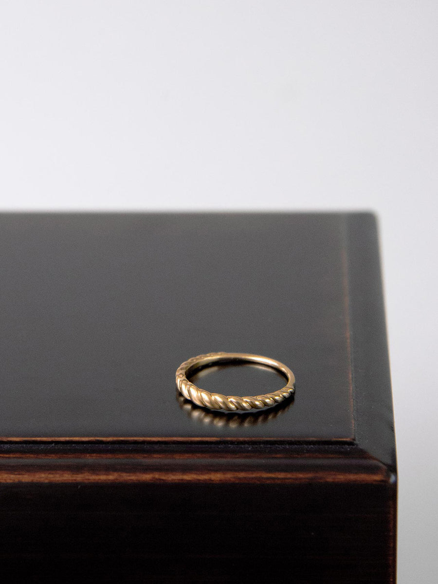 Plain twist ring -tapered-