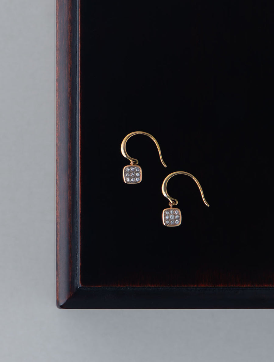 Pave square hook pierce
