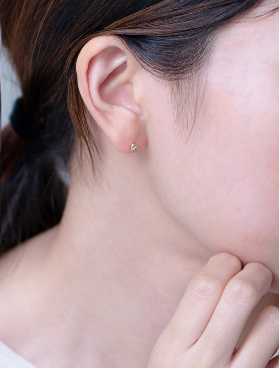 Nude diamond  pierce -square-