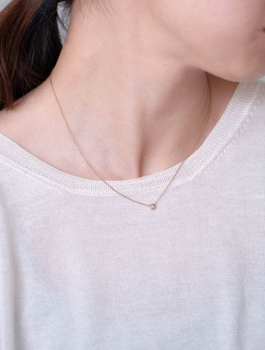 Nude diamond necklace -round-