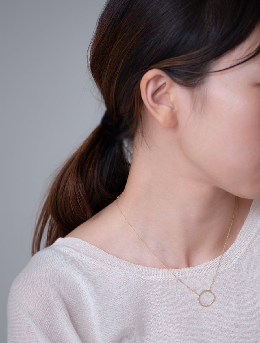 Nude circle necklace