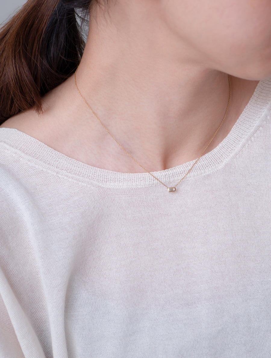 Nude diamond necklace -rectangle-