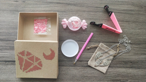 PINK FRIENDSHIP DIAMOND MOON BOX - DIYMoon Shop