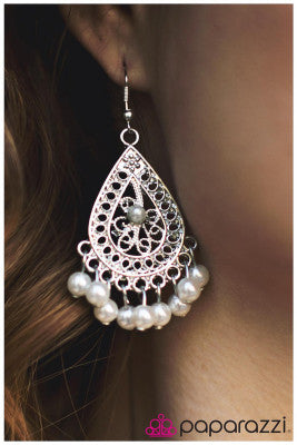 Pearl Perfection - Paparazzi earrings