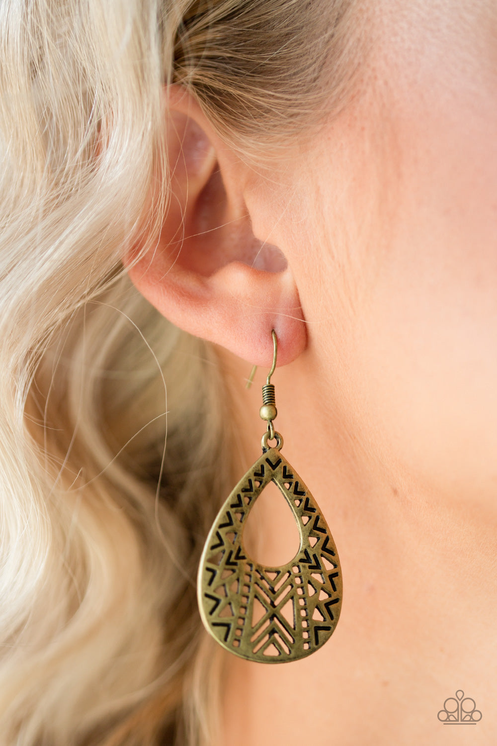 Alpha Amazon - brass - Paparazzi earrings