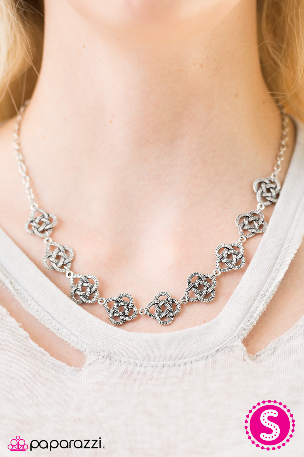 Cunning Cleopatra - Silver - Paparazzi necklace