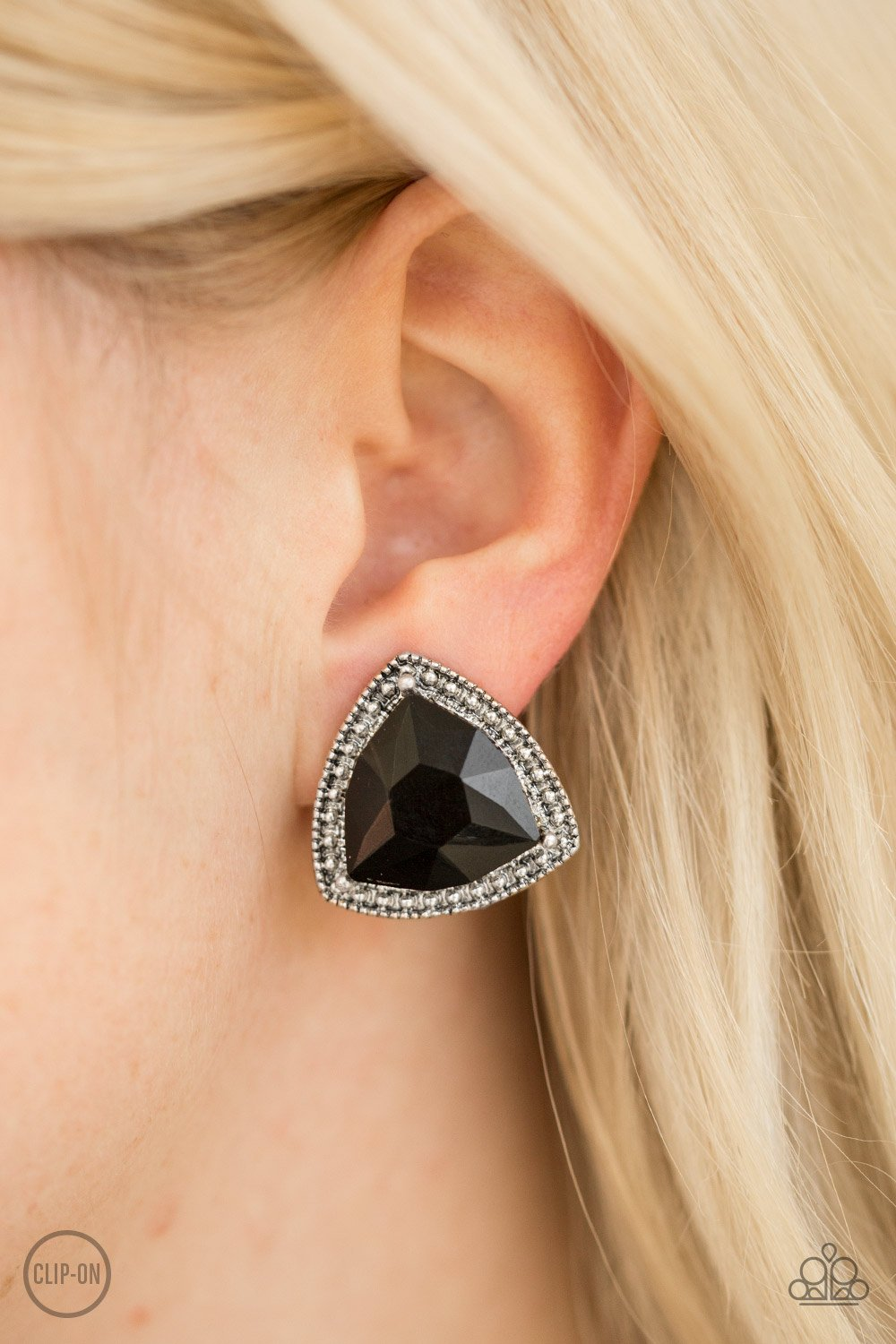 Daring Duchess - black - Paparazzi CLIP ON earrings