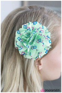 Do You SQUARE to Tell the Truth - Paparazzi hair clip