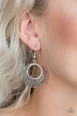 Grapevine Glamorous - silver - Paparazzi earrings