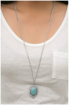 Hail To The CHIC - Paparazzi necklace