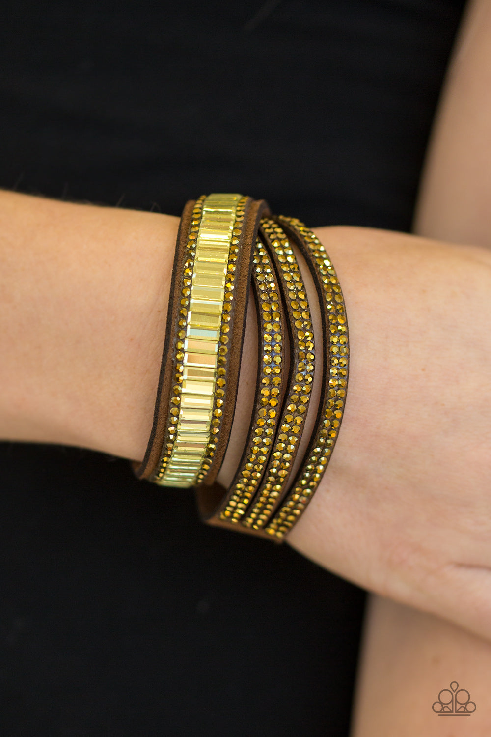 Just in Showtime - brass - Paparazzi bracelet