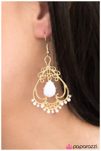 Queen of Spades - white - Paparazzi earrings