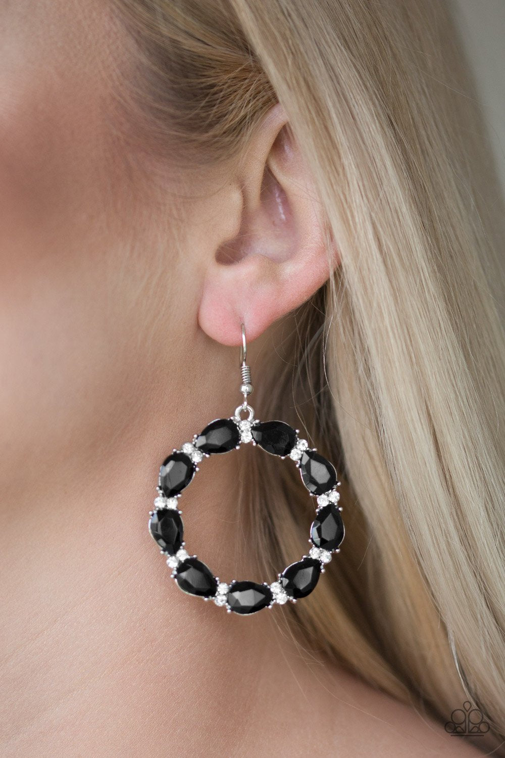 Ring Around the Rhinestones - black - Paparazzi earrings