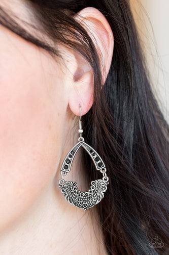 Royal Engagement - black - Paparazzi earrings