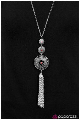 The Third Wheel - Paparazzi necklace
