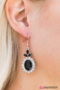 Think Like A Queen - Paparazzi earrings