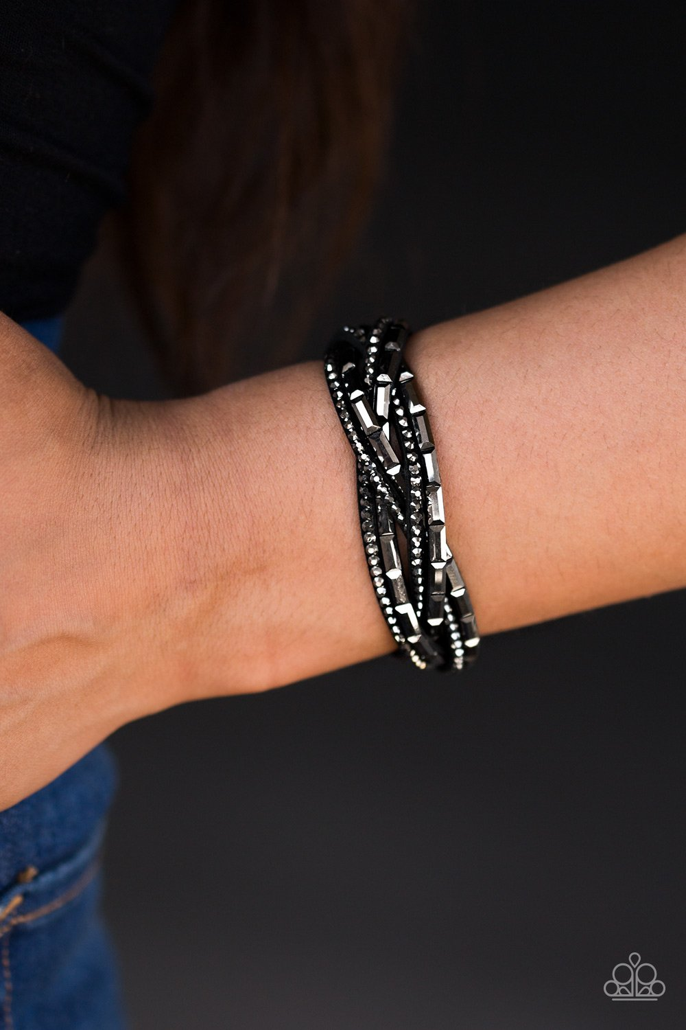 Too Cool for School - black - Paparazzi bracelet