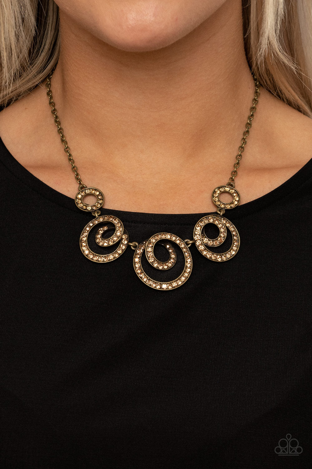 Total Head-Turner - brass - Paparazzi necklace