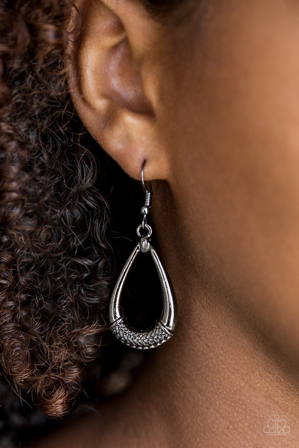 Trending Texture - black - Paparazzi earrings