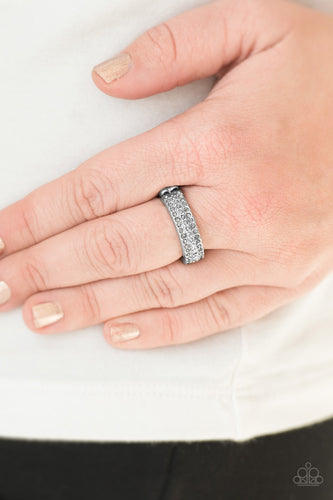 Turn the Other CHIC - silver - Paparazzi ring