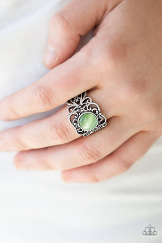 Vienna View - green - Paparazzi ring