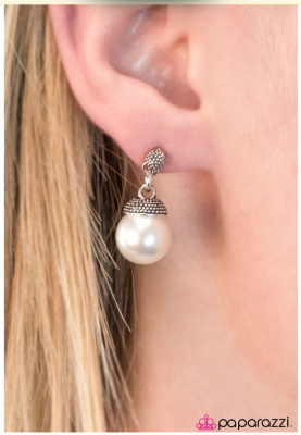 Girl with the Pearl - Paparazzi earrings